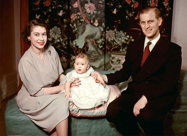 Елизавета и Филип с новорожденным принцем Чарльзом, 1948 год
