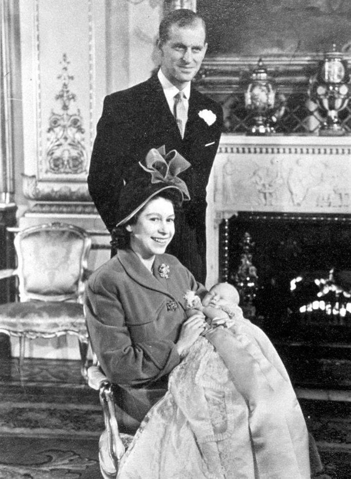 Королевская чета празднует появление первенца