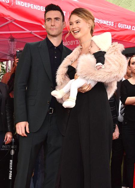 Адам Ливайн и Бехати Принслу с дочерью Дасти Роуз
