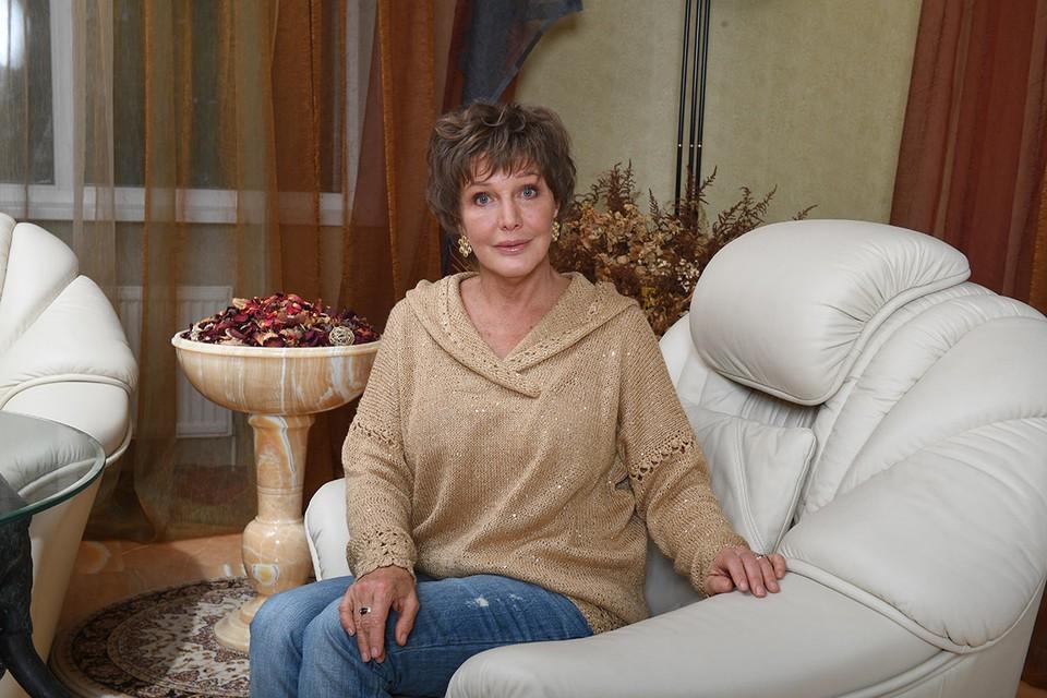 67-летняя Елена Проклова периодически дает откровенные интервью на различных каналах