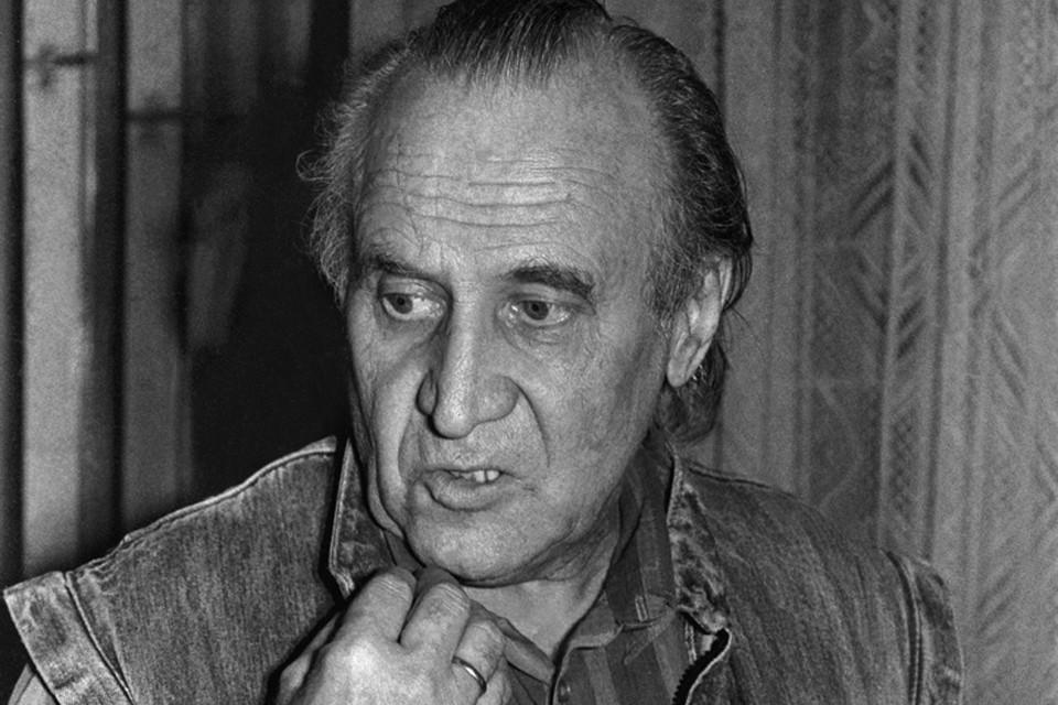 Дербенева так и не приняли в Союз писателей, хотя он несколько раз подавал туда заявление