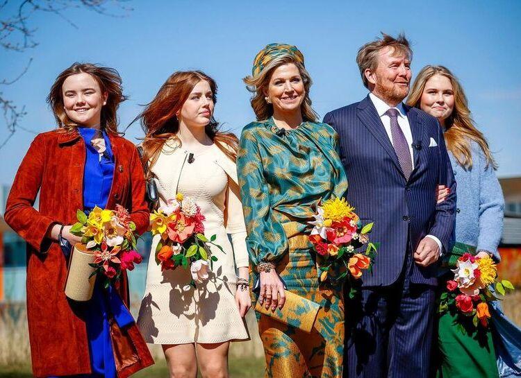 Аттракционы и электрокары в прямом эфире: король Нидерландов Виллем-Александр необычно отметил день рождения с женой и дочерьми
