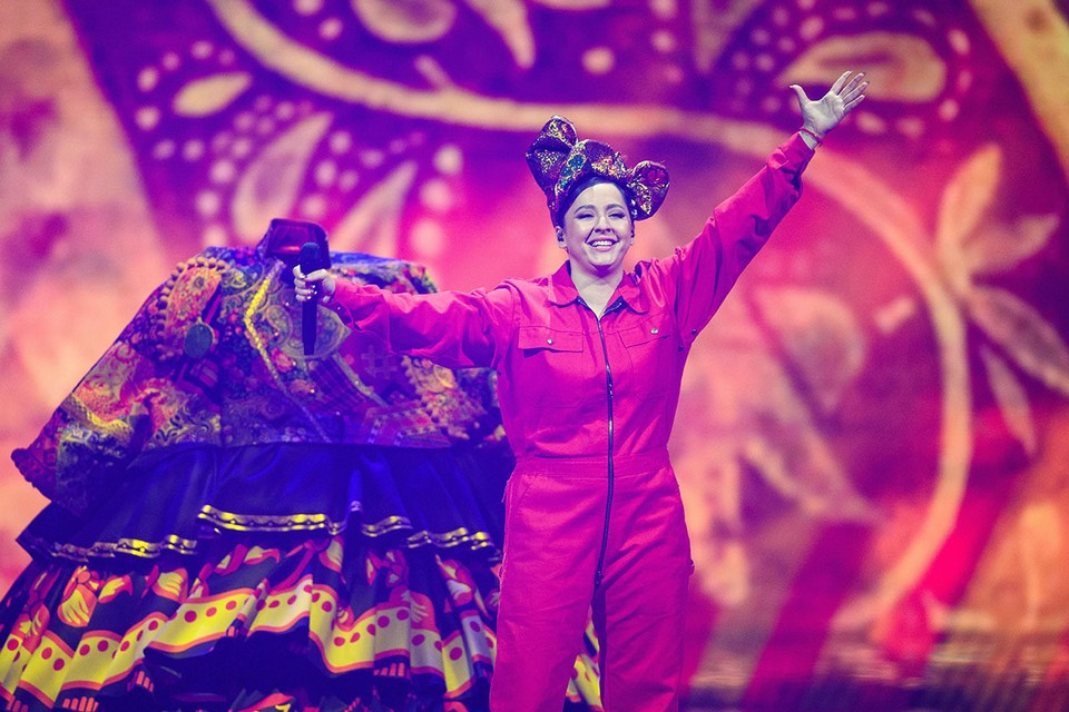 За двое суток ролик с песней Russian Woman набрал более пяти миллионов просмотров