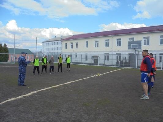 ...и спортивные соревнования среди заключенных