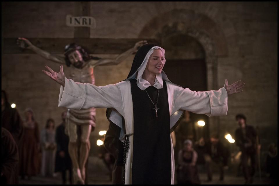 Кадр из фильма Пауля Верхувена «Искушение»