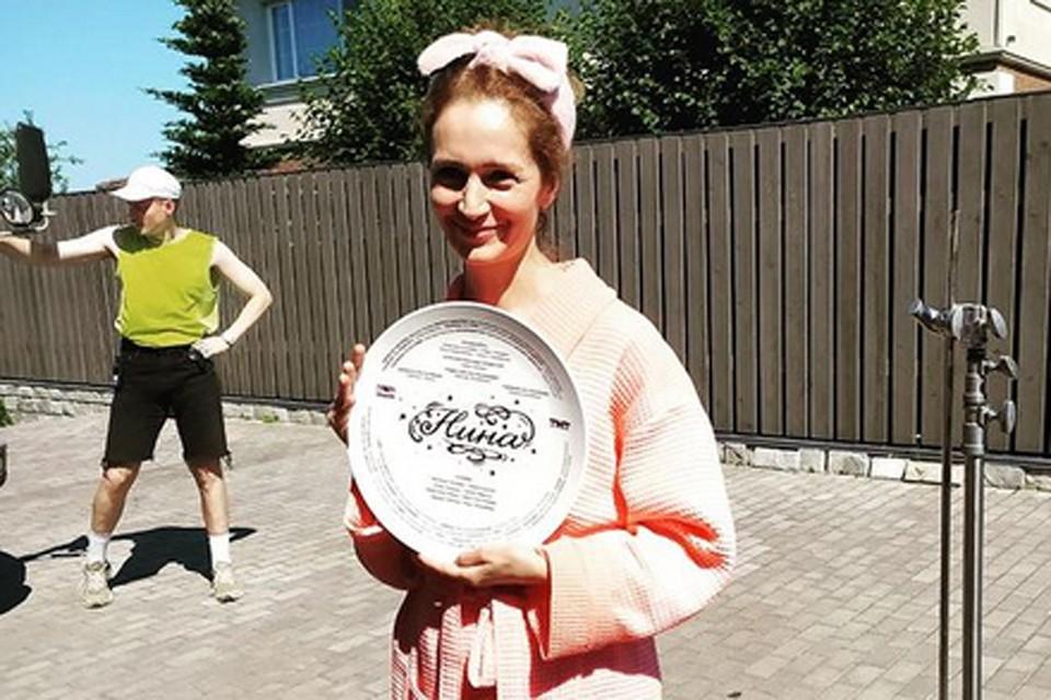 Виктория Исакова снимается в комедийном сериале «Нина»