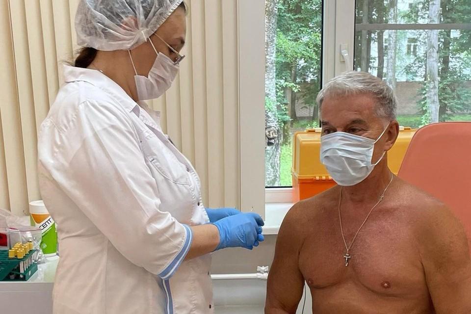 Олег Газманов привился от ковида.