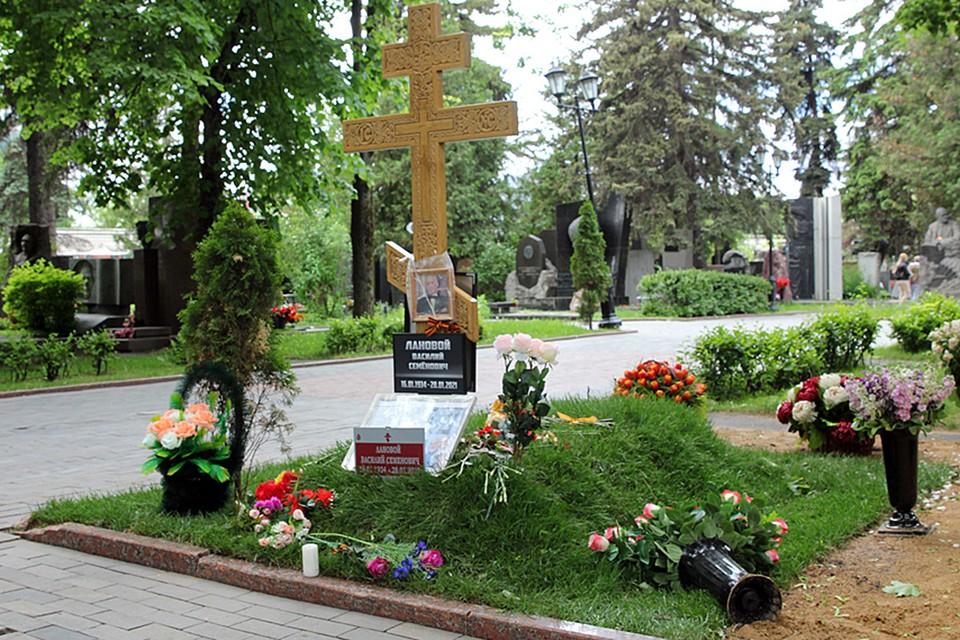 Василия Ланового похоронили с воинскими почестями в январе 2021 г.