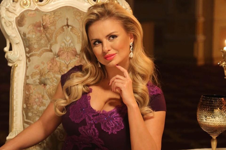 Анна Семенович рассказала о причине расставания с возлюбленным.