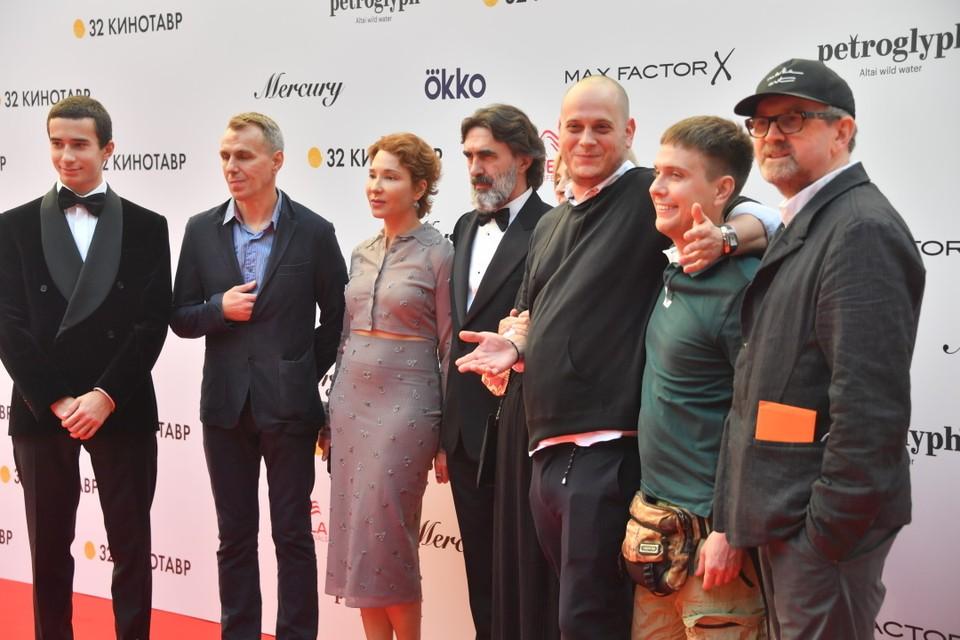 Съемочная группа фильма режиссера Петра Шепотинника (первый справа) «Нас других не будет», посвященная Сергею Бодрову-младшему
