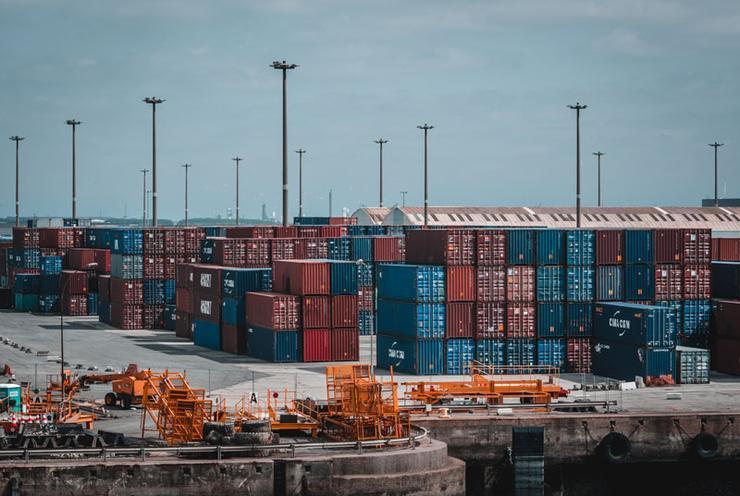 Пропали грузовые контейнеры, а цены на перевозки поднялись на 85%