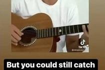 Бибер два часа учил фейкового Круза играть на гитаре